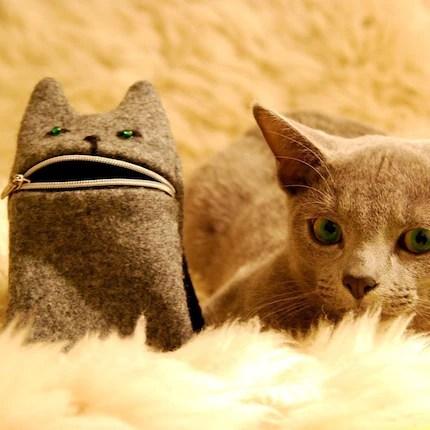 Grey Cat zipper pouch
