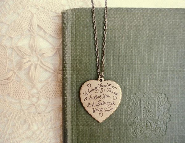 you're in my heart - scalloped edge 'i love you' language heart.