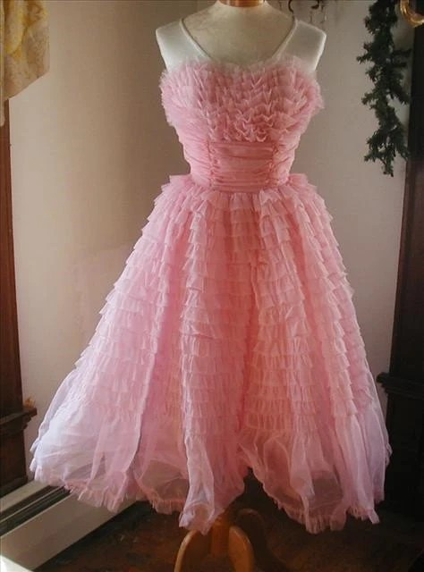 THE PERFECT VINTAGE PROM DRESS pink ruffles prettier than a cupcake