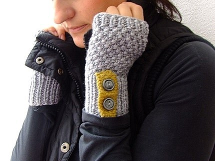 grey fingerless gloves from homelab. sadly sold out, but maybe more will show up soon, i hope?