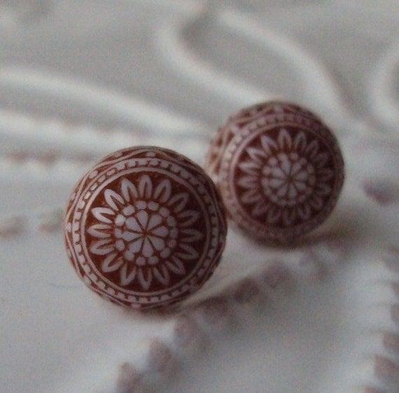 Vintage Ornate Studs in Nutmeg