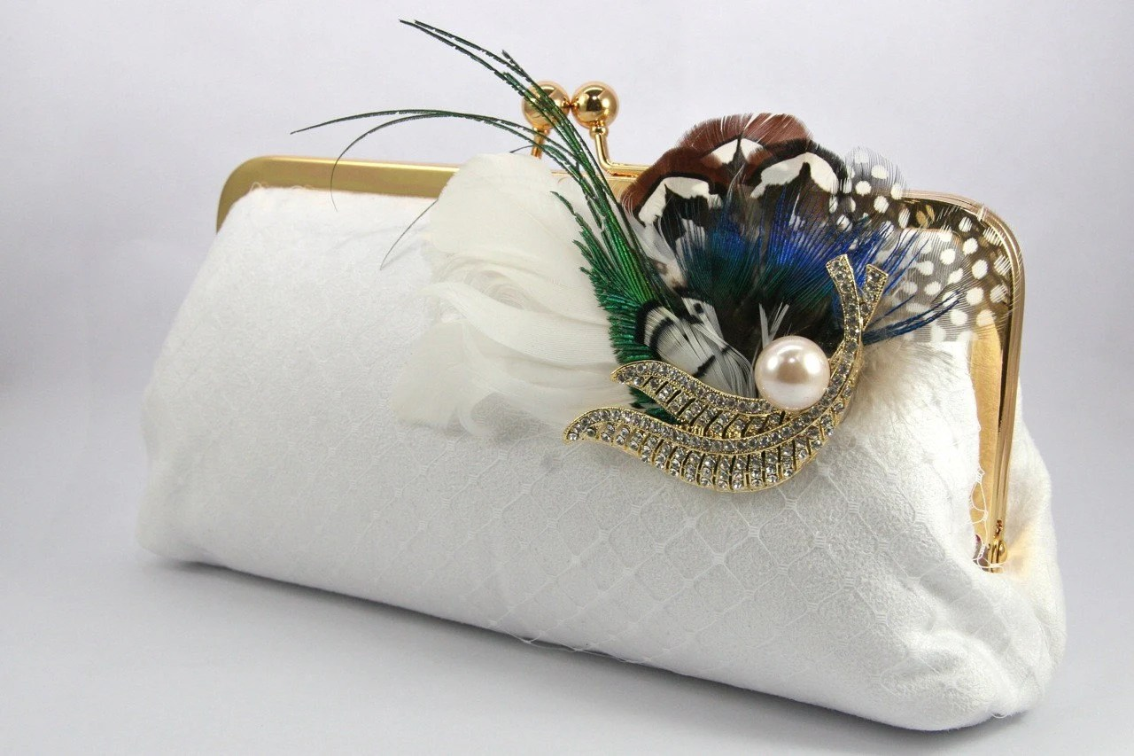 ANGEE W. Peacock Passion - White Clutch with peacock feather brooch - 8-inch
