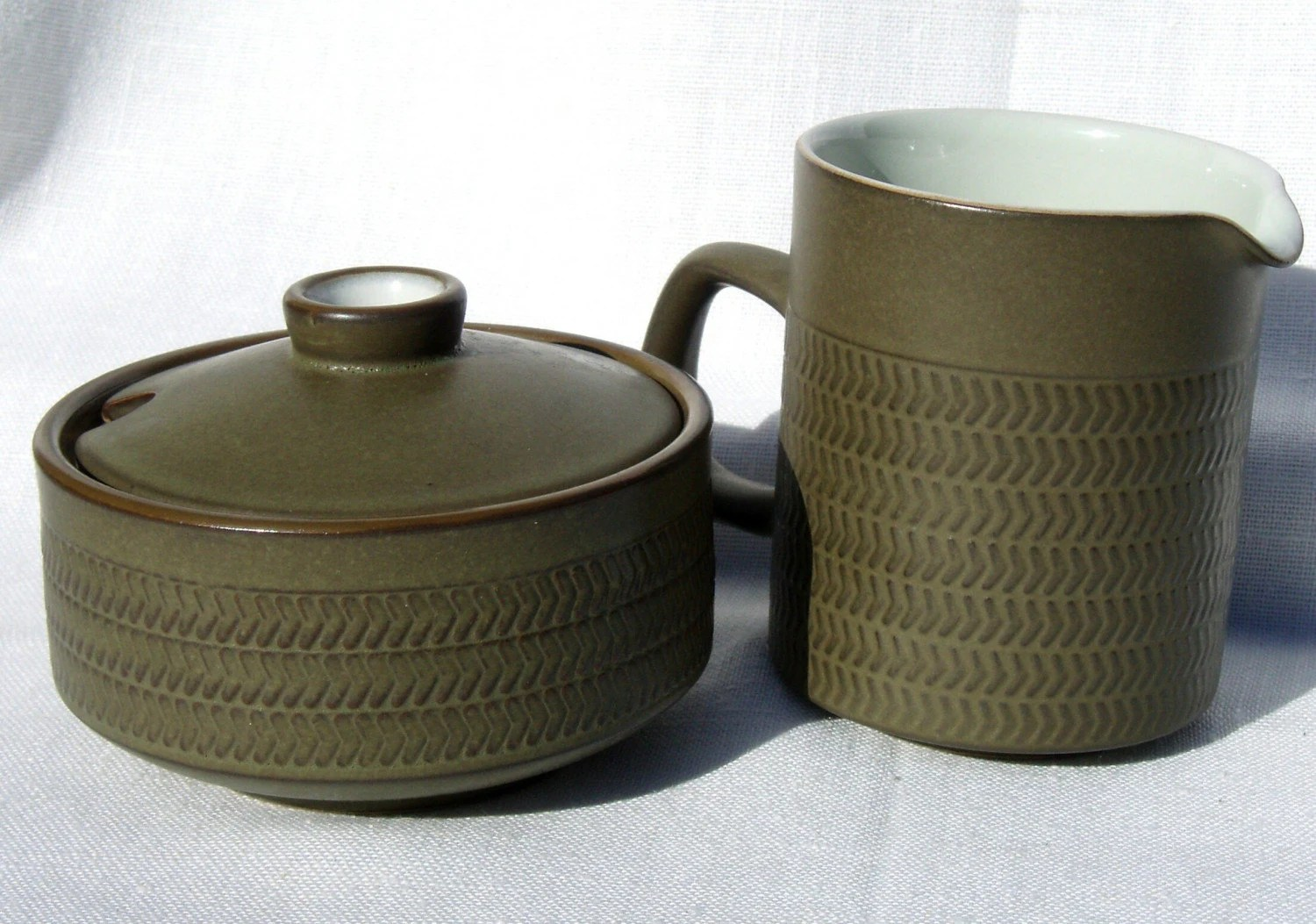 Denby olive green Camelot Chevron cream pitcher covered sugar bowl
