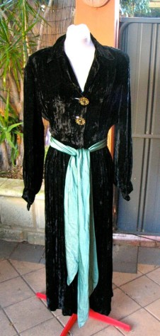 Vintage 1940s Black Velvet Housecoat / Dressing Gown with Sash