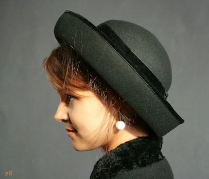 Vintage  BLACK WOOL Film NOIR star ladies BOWLER FELT HAT with VELVET ribbon from England