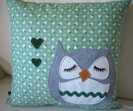 Chewy the Owl Valentine's Day Green Cotton Wool Felt Applique Decorative Home Pillow