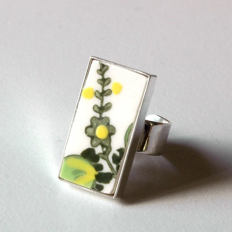 New Rectangular Broken Plate Ring Green and Yellow Flowers