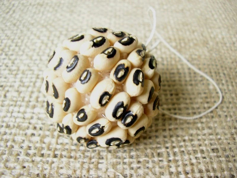 Decorative Black Eye Bean Ball 4cms (1.5inches) - INTERNATIONAL SHIPPING