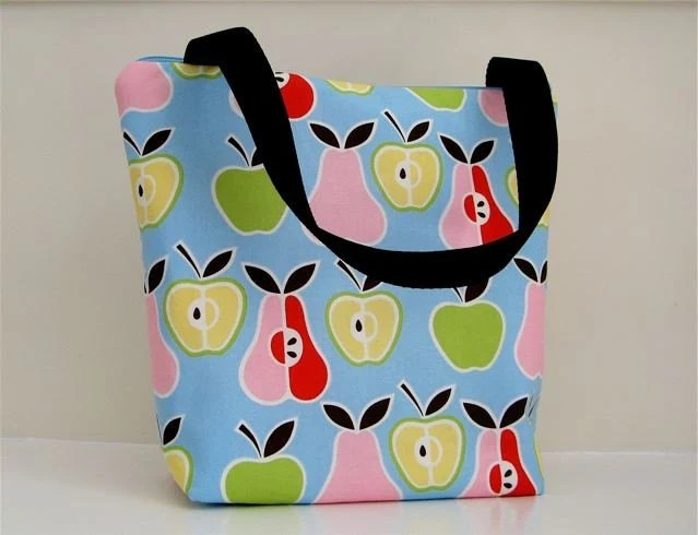 FULLY INSULATED LUNCH BAG  IN ALEXANDER HENRY APPLES AND PEARS