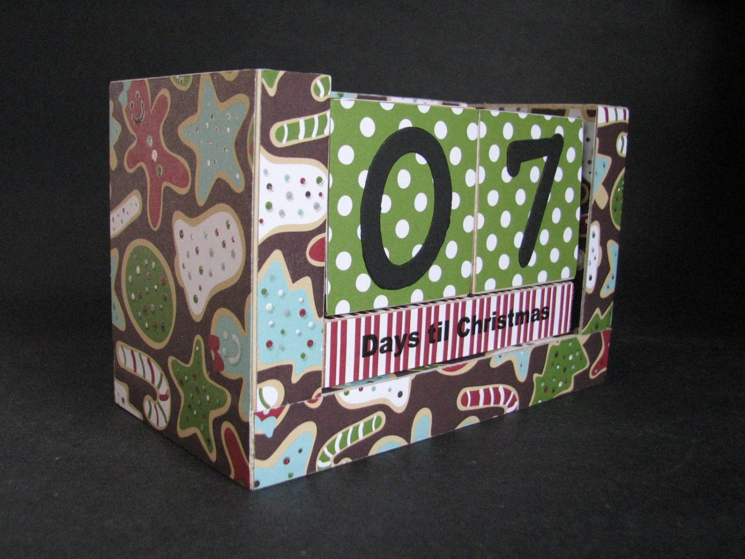 Christmas Countdown Wooden Block Calendar - Baking Christmas Cookies