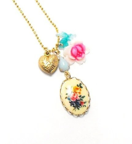 SWEET....TIMELESS....CHIC.....Cameo rose heart charm necklace