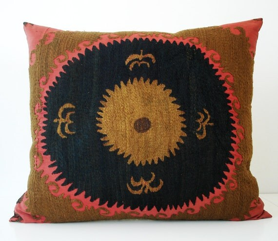 Sukan / Vintage Hand Embroidered Suzani Pillow Cover - 19x22