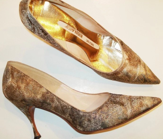 GLITZY Old Hollywood GOLD Marilyn SEXY BROCADE  VTG 1960s GLAM PUMPS Heels