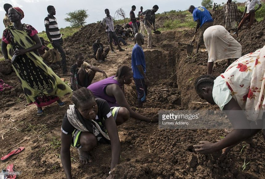 Friends and relatives burring their relatives and friends who were brutal raped and killed by government militias(Photo credits: Getty Image/Lynsey Addaro)
