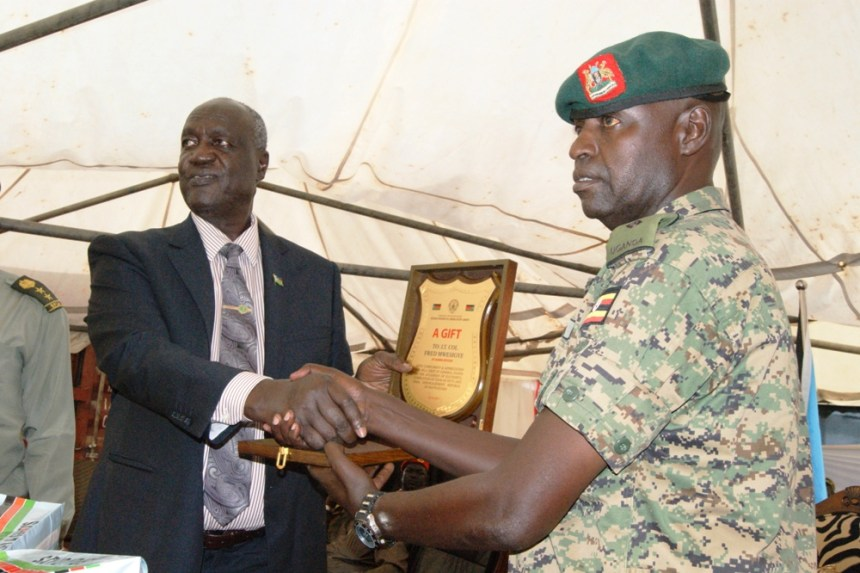 South Sudan Minister of Defense and Veteran Affairs, Gen. Kuol Manyang Juuk, shaking hands with a Ugandan general in appreciation for defending his home state and fighting along Salva Kiir forces(Photo: file)