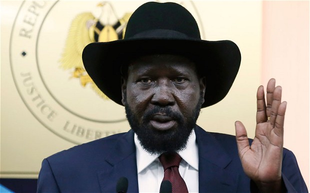 President Salva Kiir swearing with his left hand(Photo: file)