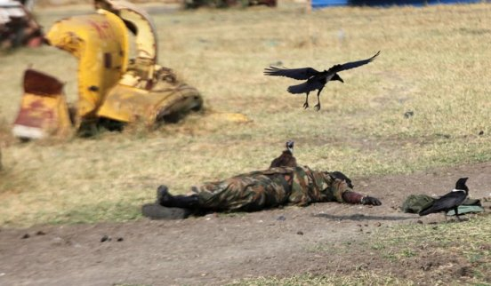 A South Sudanese soldiers being preyed by birds after he was killed by rival forces. Many civilians and soldiers are dying in the current fighting. The leaders have failed to stop the war but they decided hang on fighting to stay in power(Photo: file)