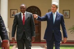 Observer, John Kenyri making jokes behind Presidential candidate, Uhuru Kenyatta, ahead of Kenyan election(Photo: file)