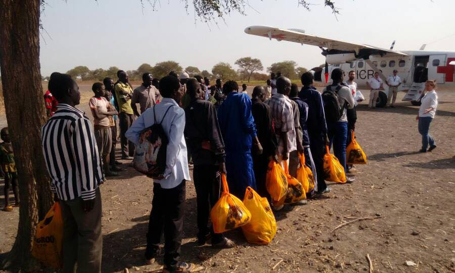 Well dressed prisoners of war being handed over in Phou State to ICRC to return them to Juba(Photo: file)