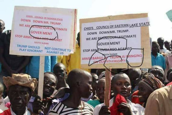 A group of South Sudan's government organized youth protesting with signals that call on American to leave Salva Kiir's government alone(Photo: file)