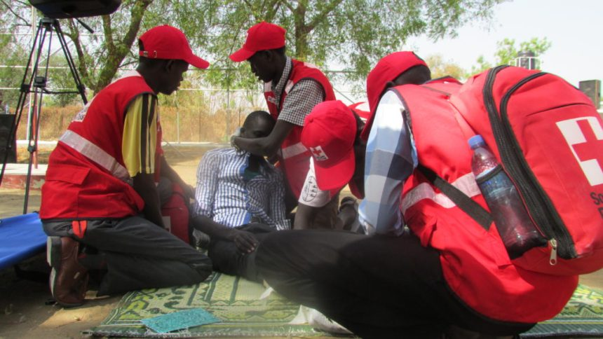 Members of South Sudan Red Cross giving medical services to a wounded civilian(Photo: IRC volunteers demo)