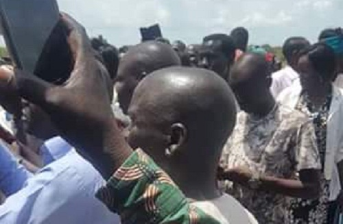People as they turn up for the reception of the Nuer spiritual leader Mut Turoah (File photo)