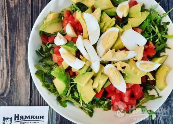 Салат с креветками, авокадо и рукколой — рецепт с фото ...