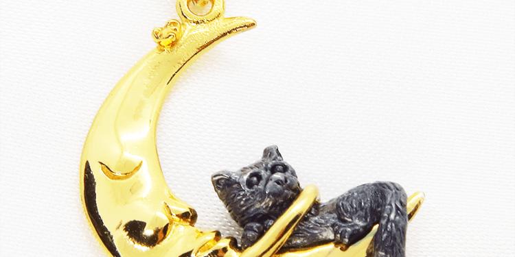 三日月に抱かれた猫ネックレス シルバー925 18Kコーティング ムーンネックレス