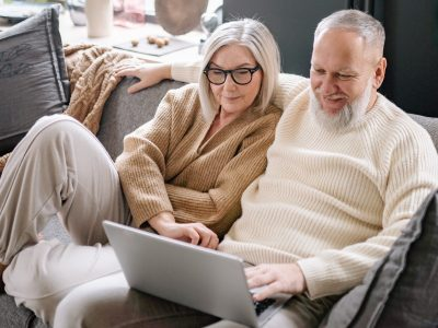 online health insurance meeting with couple