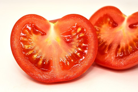 la tomate est bon masse anti peaux grasses