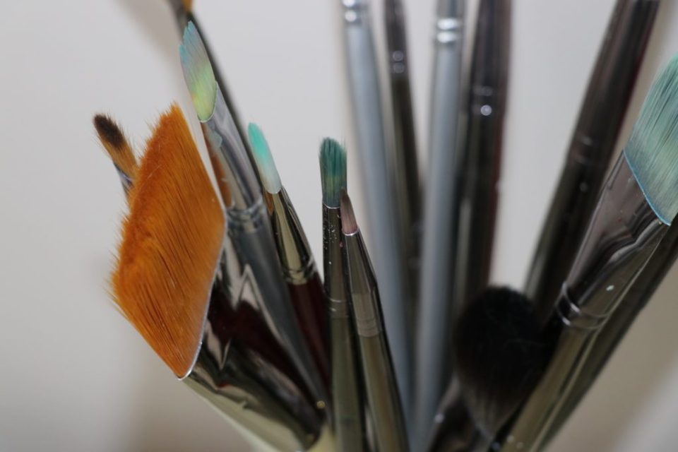 il faut néttoyer vos pinceaux et vos draps sales pour une belle peau sans acné