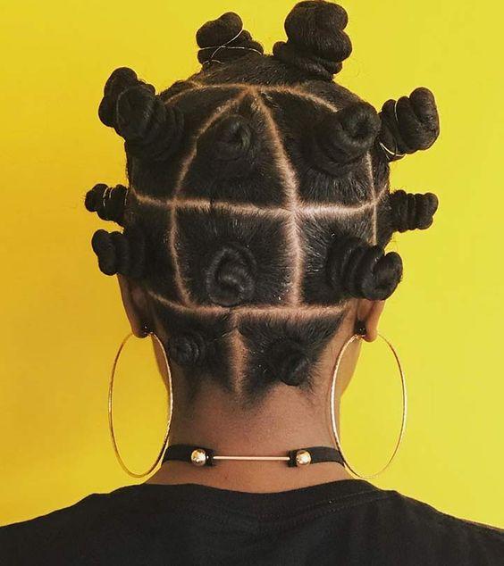 les bantu knot allonge les cheveux en donnant des ondulations