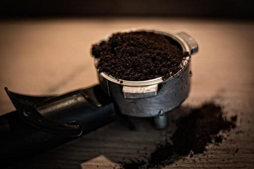 poudre da café pour la pousse des cheveux