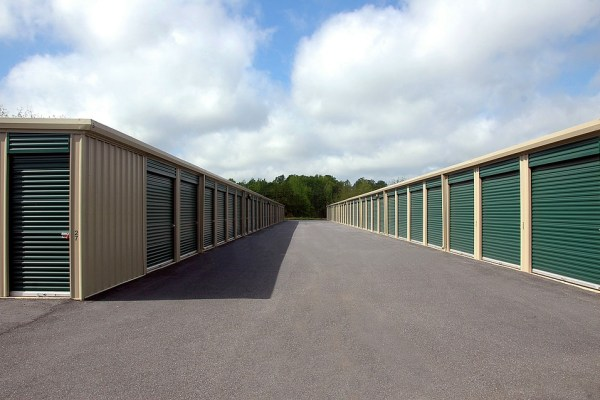 A look at the units will help you pick the right storage company.