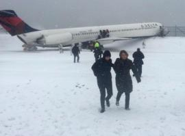 LaGuardia-Plane Off Runway