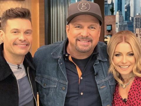 Garth Brooks with Ryan Seacrest & Kelly Ripa, Live with Kelly & Ryan / Photo via @livekellyandryan Instagram