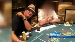 man sues casino