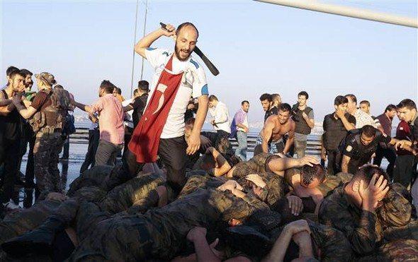 Reuters'tan TSK Analizi: 'Ordu Kırık Dökük Bir Güç Oldu!'