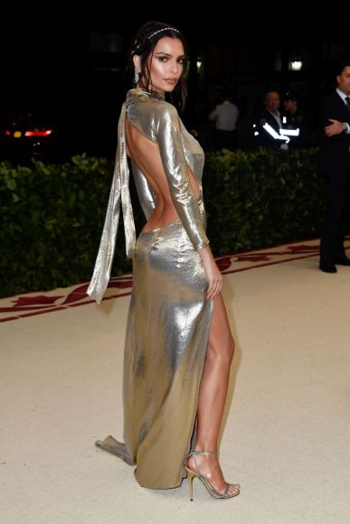 NEW YORK, NY - MAY 07:  Emily Ratajkowski attends the Heavenly Bodies: Fashion & The Catholic Imagination Costume Institute Gala at The Metropolitan Museum of Art on May 7, 2018 in New York City.  (Photo by Frazer Harrison/FilmMagic)