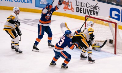 New York Islanders celebrate vs Pens