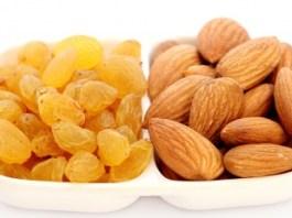 Almonds With Raisins