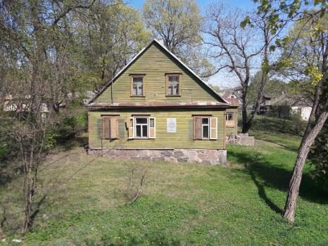 Nykstantis senasis XX a. pirmosios pusės pastatas – istoriniai Karvelių namai – netrukus pasitiks statybininkus.