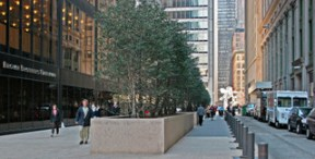 Public plaza at 140 Broadway in 2005.