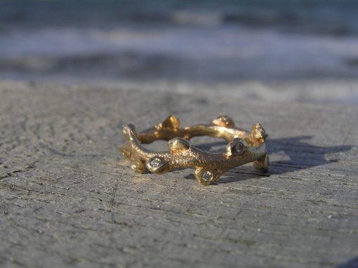Havtorn ring i guld med diamanter - Lavet af Nynne Kegel - Loenstrup Smykke Design