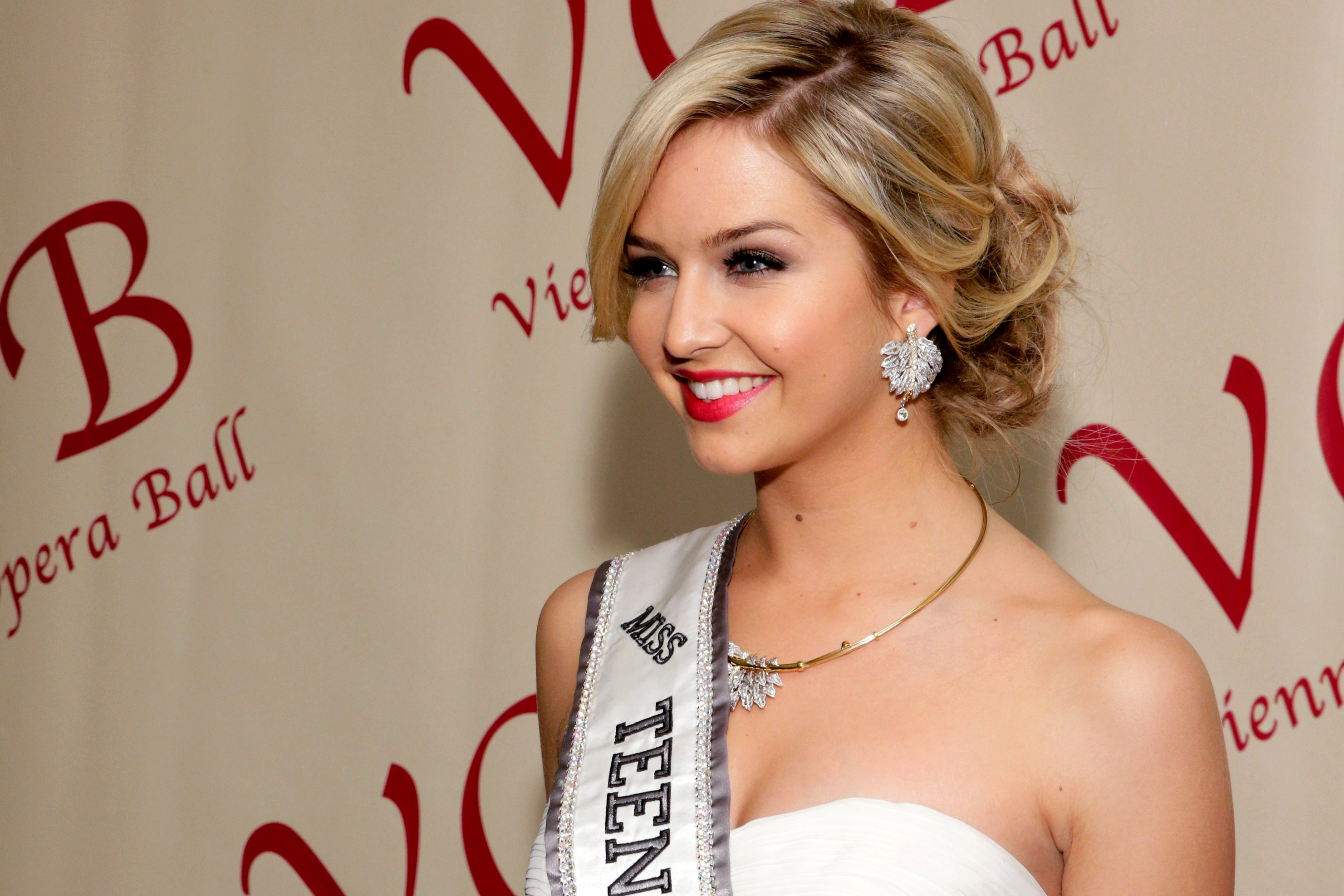 Eye For Beauty: Louisiana Wins Miss Teen USA 2015