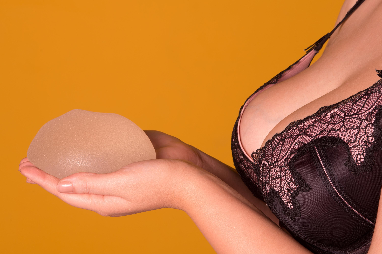 alte frau boob job