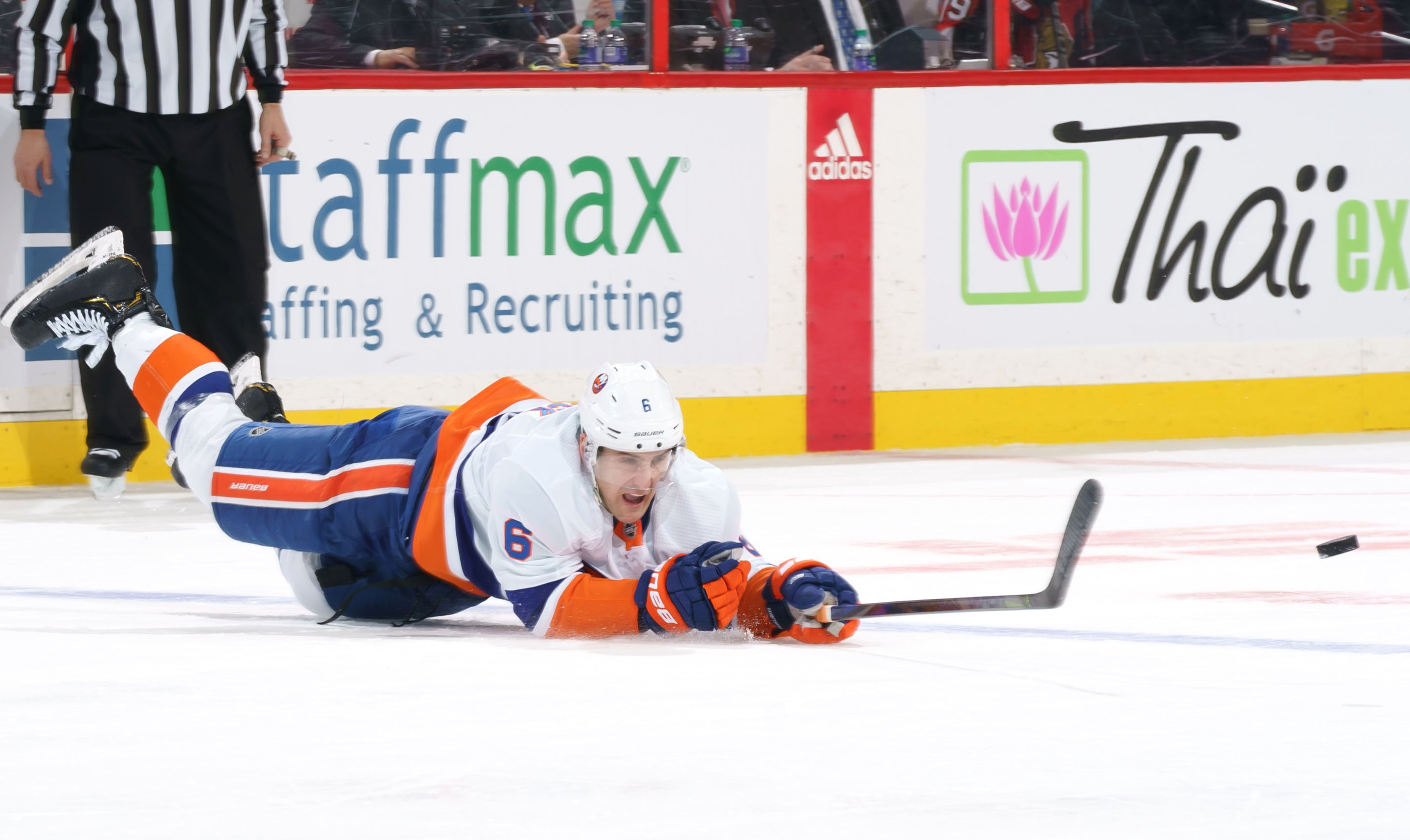 Islanders barely clinging to playoff spot after latest loss