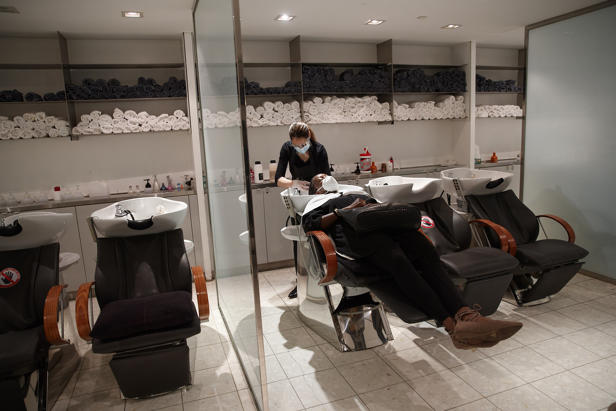 Ny Dems Push For Law Mandating Training For Shampoo Assistants