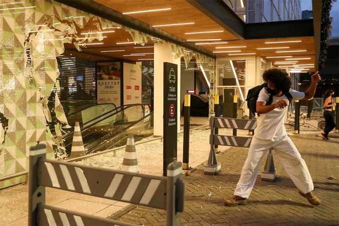 Violence erupts after black man beaten to death in Brazil store