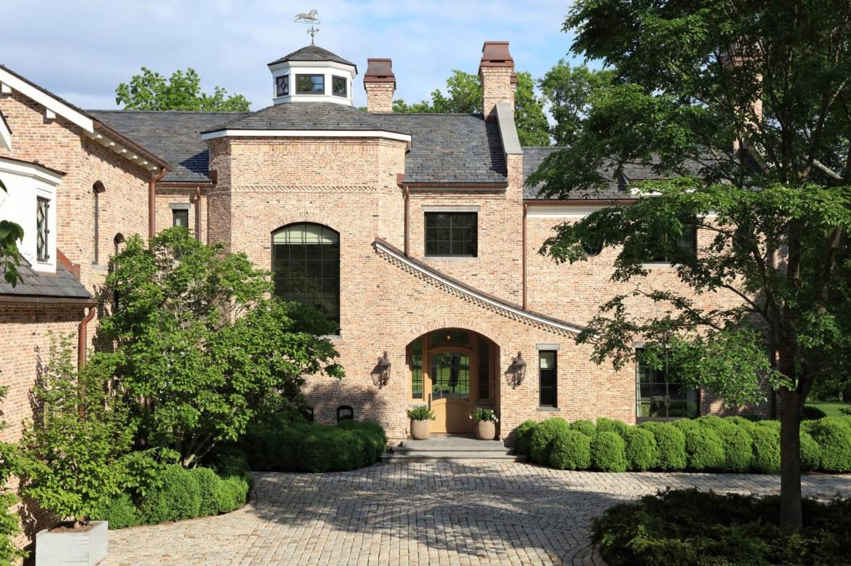 Homeless man reportedly breaks into Tom Brady's Boston-area mansion 1